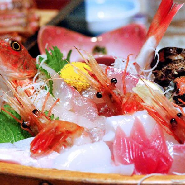 カニ料理と舟盛料理付