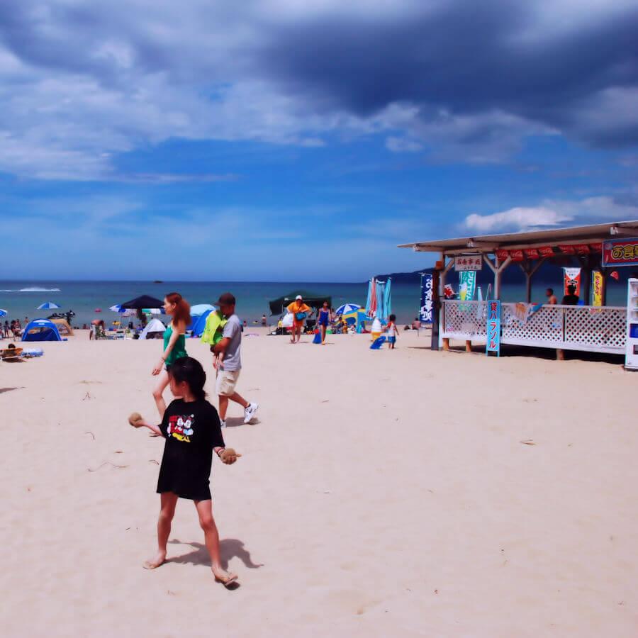 海水浴場と浜店